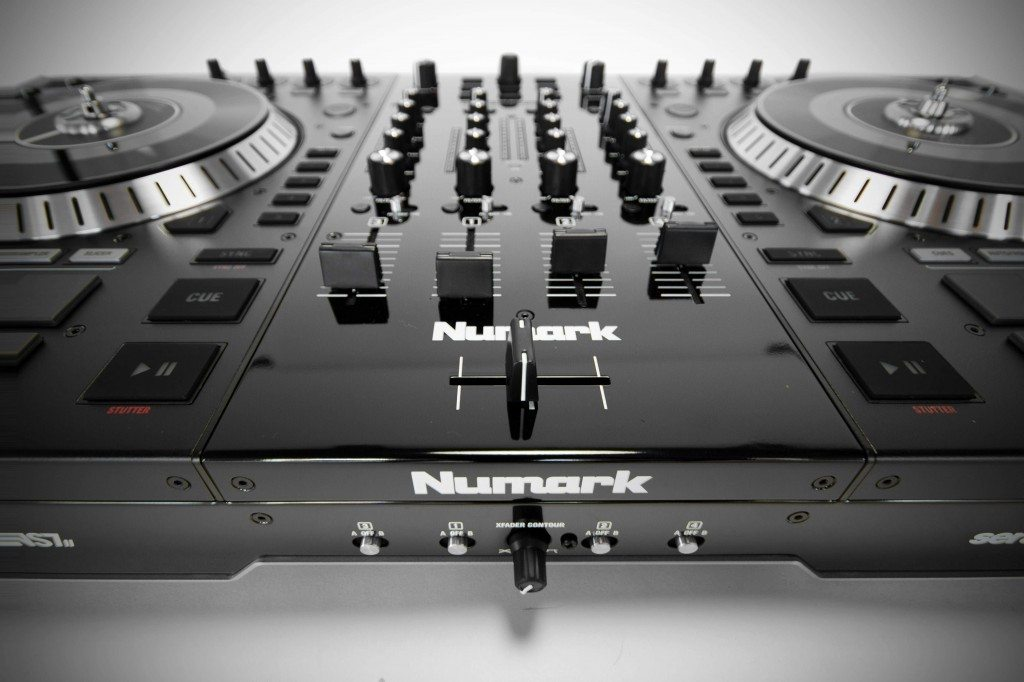 Numark NS7 II unboxing and first impressions (21)