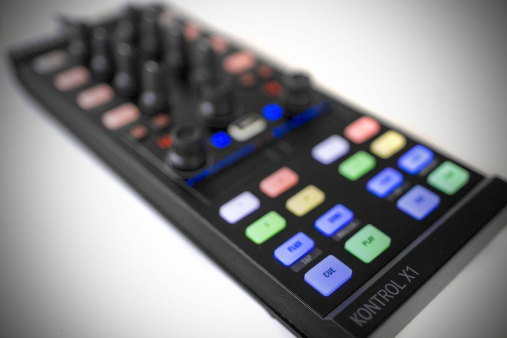 Native Instruments Traktor Kontrol X1 MK2 DJ Controller Review (5)
