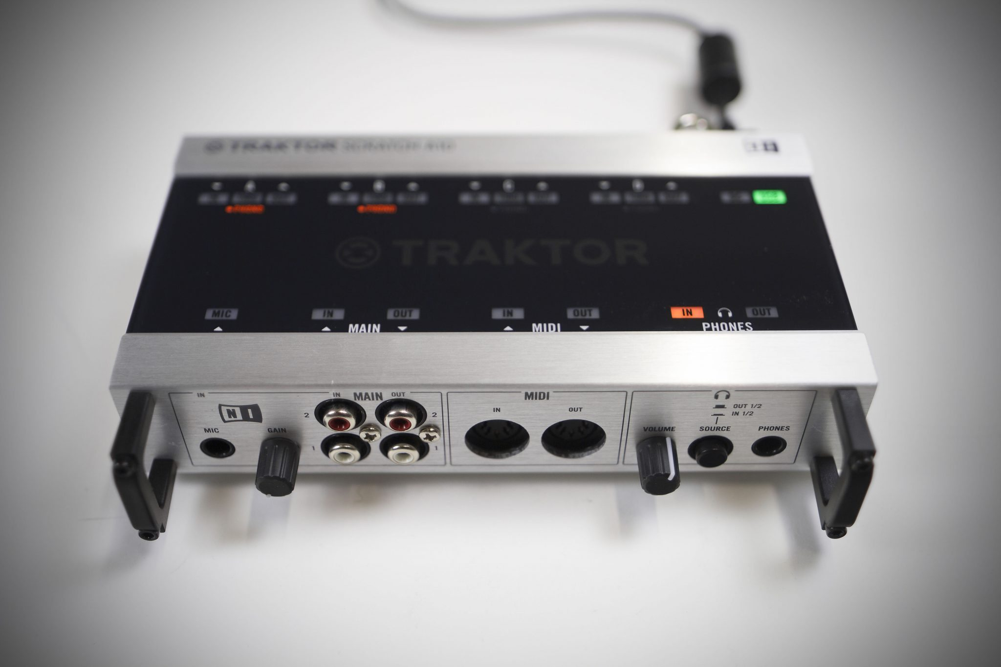 review ni traktor scratch a10 mk2 audio interface djworx. Black Bedroom Furniture Sets. Home Design Ideas