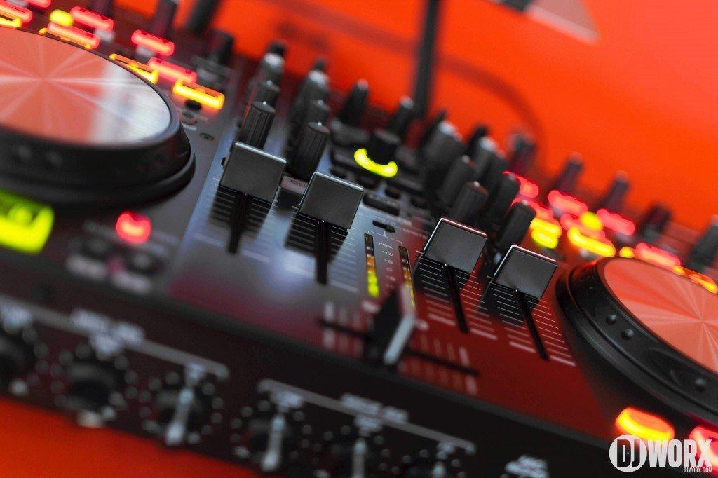 Denon DJ MC6000 mk2 MC6000mk2 Controller Serato DJ Intro Review (10)