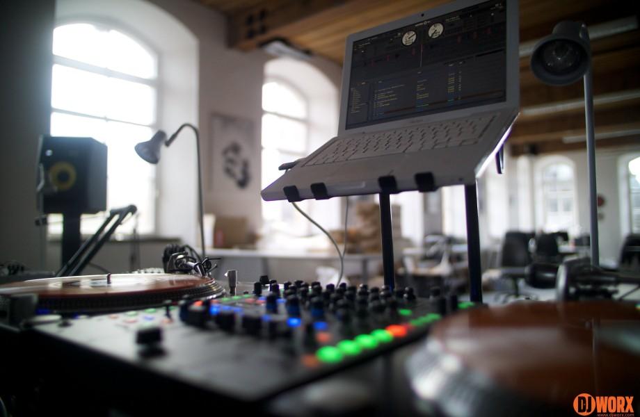 Serato DJ 1.6 plays nice with Scratch Live legacy hardware