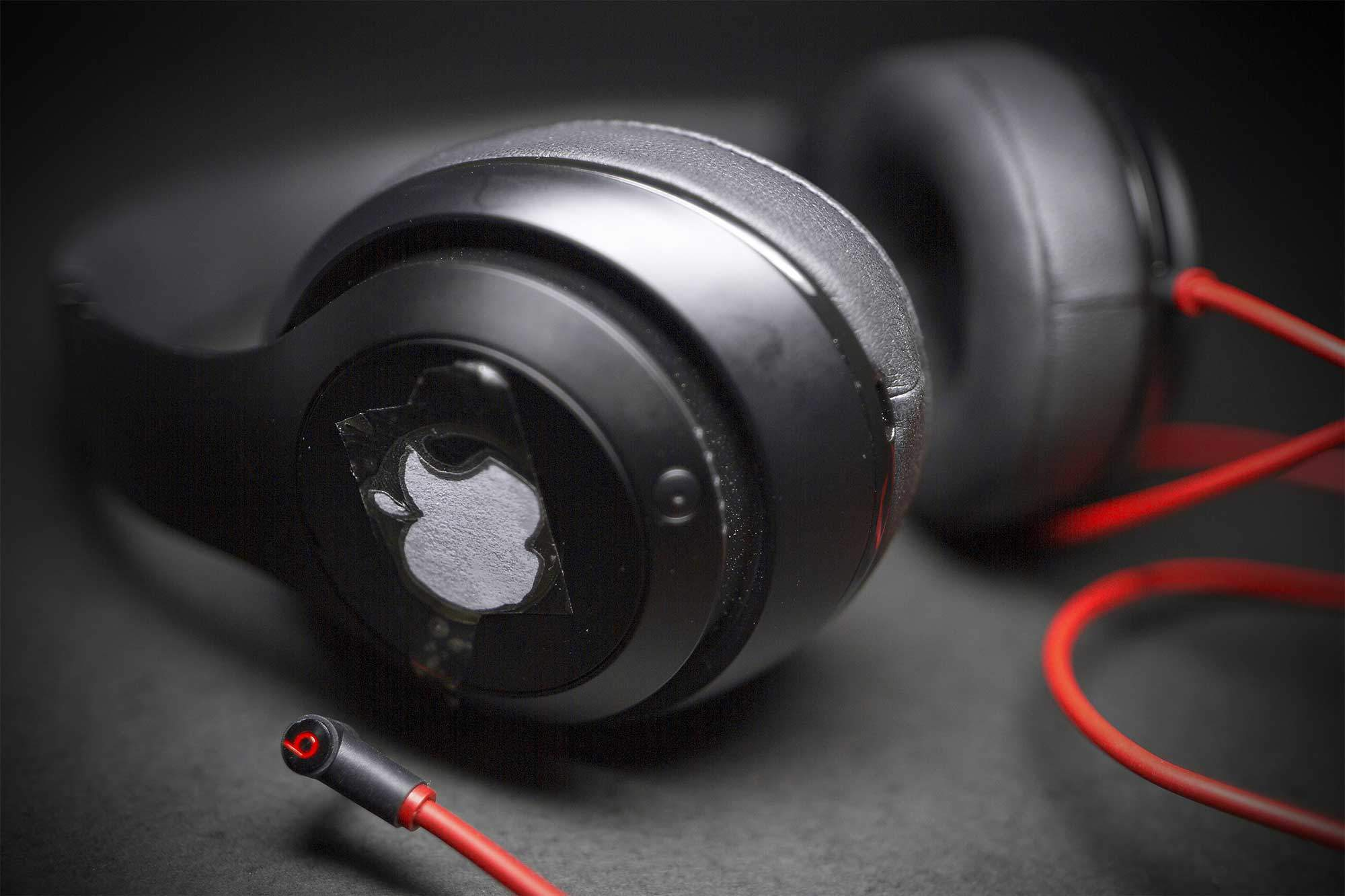 apple to buy beats