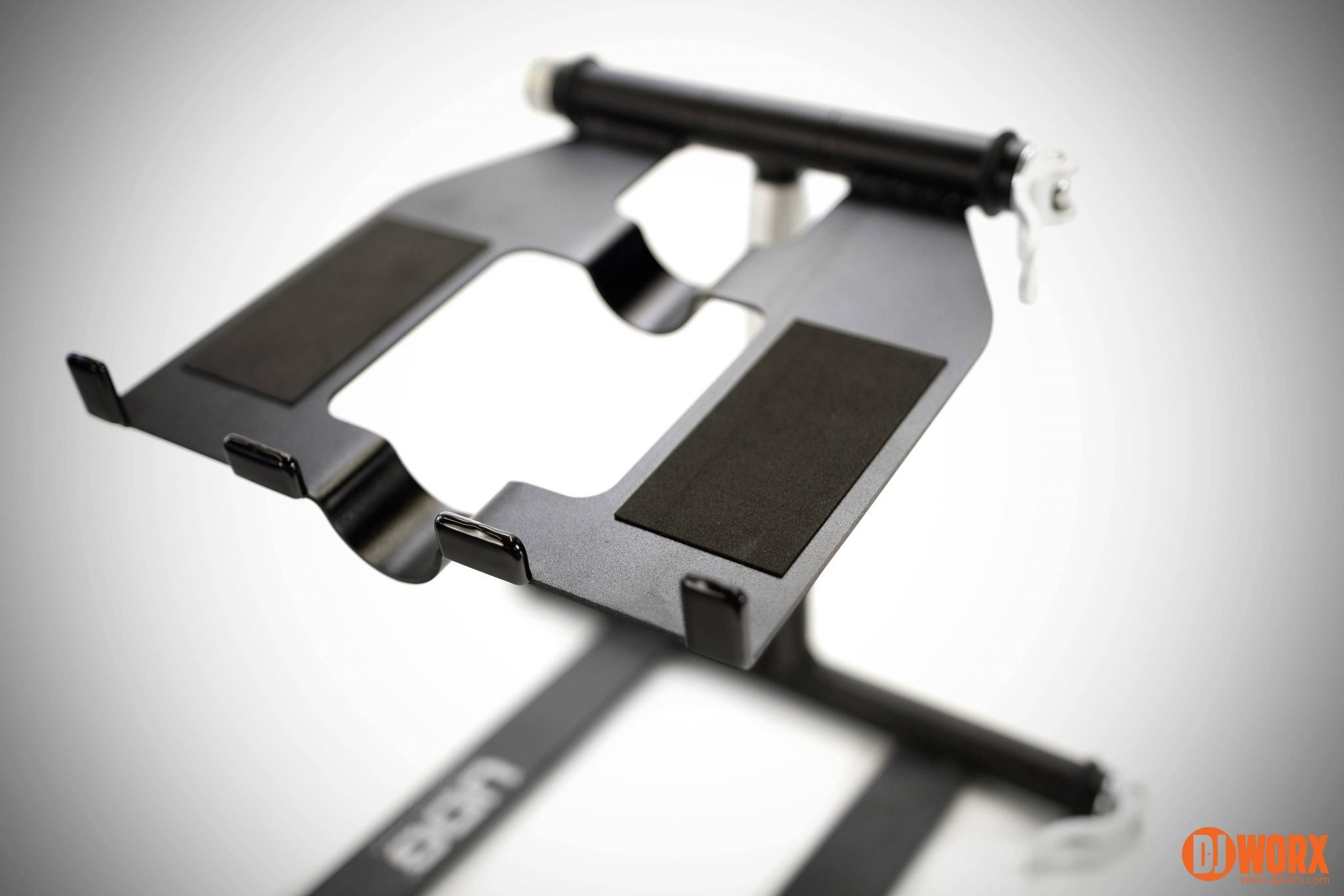 Udg creator dj laptop stand review 17 djworx for Stand createur