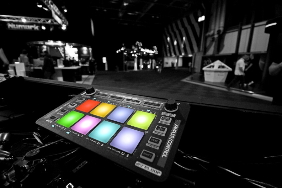 REVIEW: Reloop Neon Serato Accessory Controller