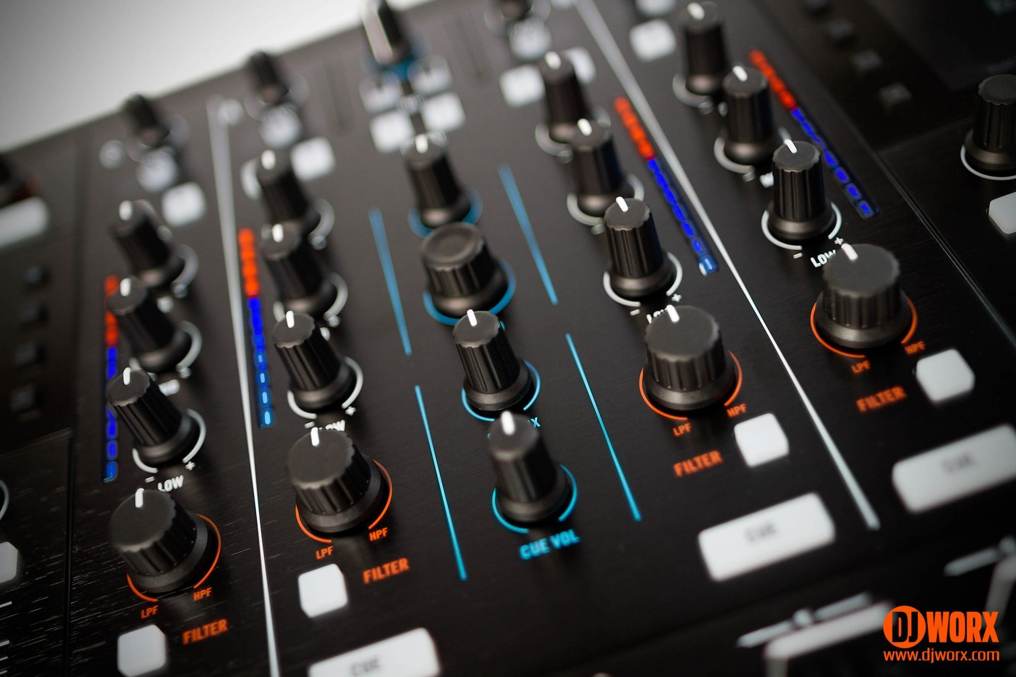 Native Instruments Traktor Kontrol S8 controller review (21)