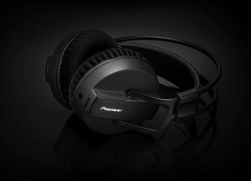NAMM 2015: Pioneer DJ HRM-7 studio headphones