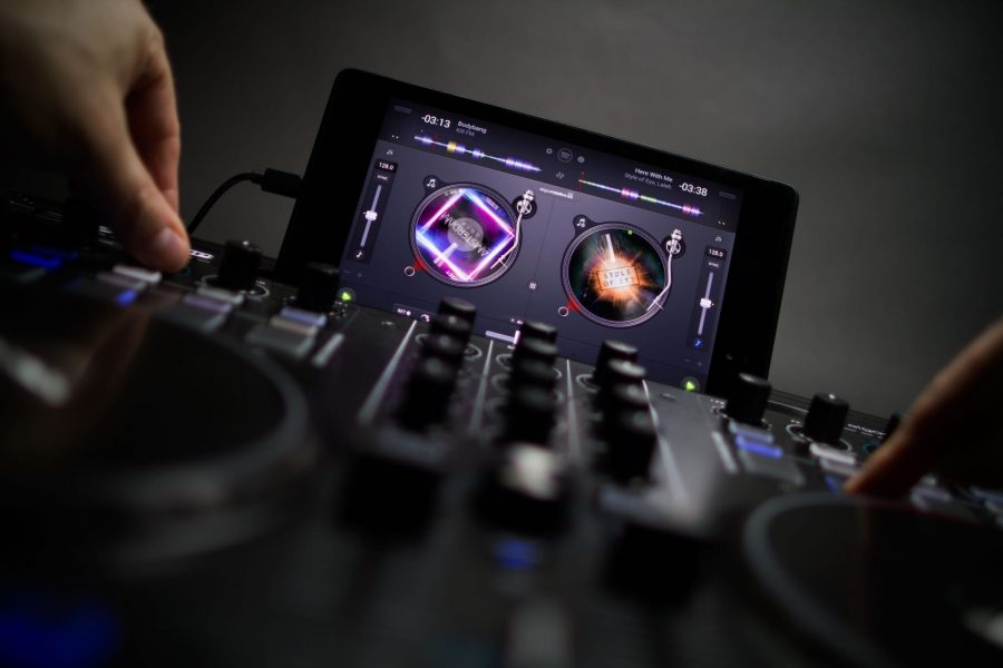 Android djay: Free version and WeGO3 multi-channel support