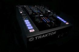 Native Instruments Kontrol Z2 mixer (9)