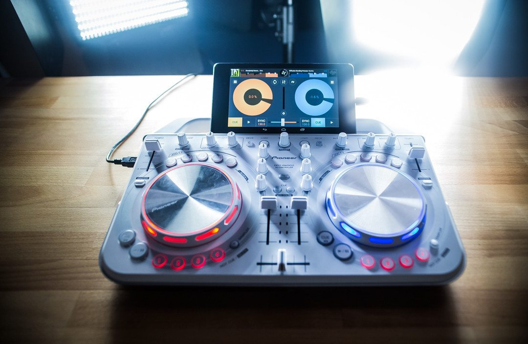 mixvibes cross dj for android supports more controllers djworx. Black Bedroom Furniture Sets. Home Design Ideas