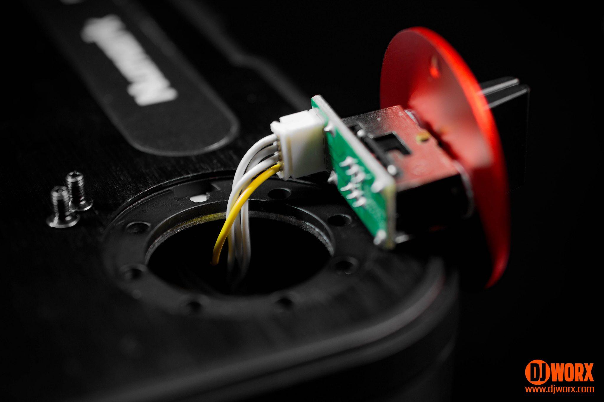 REVIEW: Numark PT01 Scratch portable turntable   DJWORX