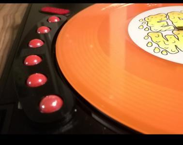 DJ Woody Grind Strip turntable scratch (6)