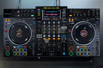 Pioneer DJ XDJ-XZ rekordbox standalone Serato DJ Pro controller